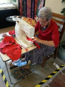 Lis Sewing the poppy