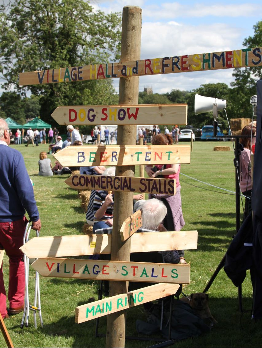 Brailes Show Sign